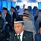 Pensive MILF leaders enter Malacañang in historic peacemaking trip