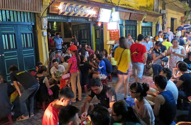 Locals and tourists flock to Ta Hien Street and nearby alleys to commune over Vietnamese draft beer while sitting on small plastic chairs. MindaNews photo by Jesse Pizarro Boga