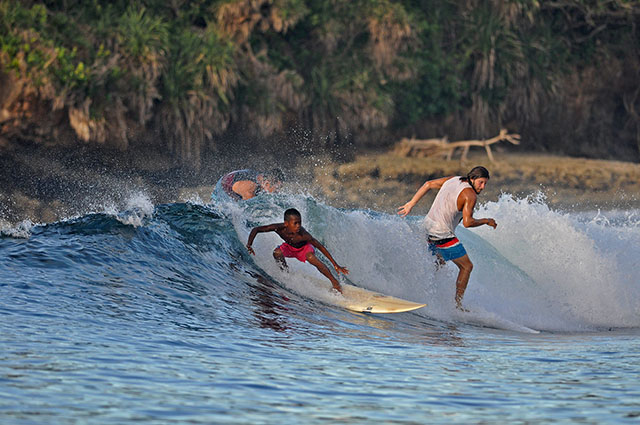 Fourteen-year-old local surfer Toryo Figuron catches a wave better than foreign surfers in Siargao. MindaNews photo courtesy of Skol Moon