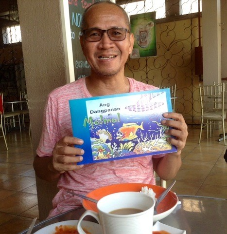 Author Ramon Jorge B. Sarabosing shows a copy of Molmol's Refuge. Photo courtesy of MM Castodes