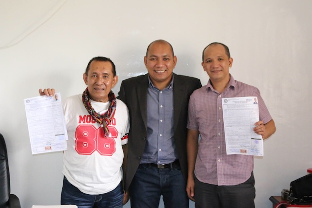 "Temogen ""Cocoy"" Tulawie (R ) and Munib Estino (L), show off thier certificates of candidacy with Atty. Vidzfar Julie,Comelec Provicinal Officer. Tulawie and Estino are running for Governor and Vice Governor of Sulu, respectively. Photo from Tulawiee's FB account"