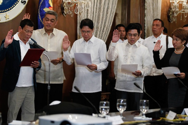 President Rodrigo Duterte administers the oath of office of members his peace panel in the negotiations with the National Democratic Front at the State Dining Room of the Malacañan Palace on Monday evening, July 18, 2016. Chaired by Labor Secretary Silvestre Bello III, the GPH peace panel's members are (L to R) former Rep. Hernani Braganza, Atty. Rene Sarmiento, Atty. Noel Felongco and Atty. Angela Librado-Trinidad. TOTO LOZANO / PPD