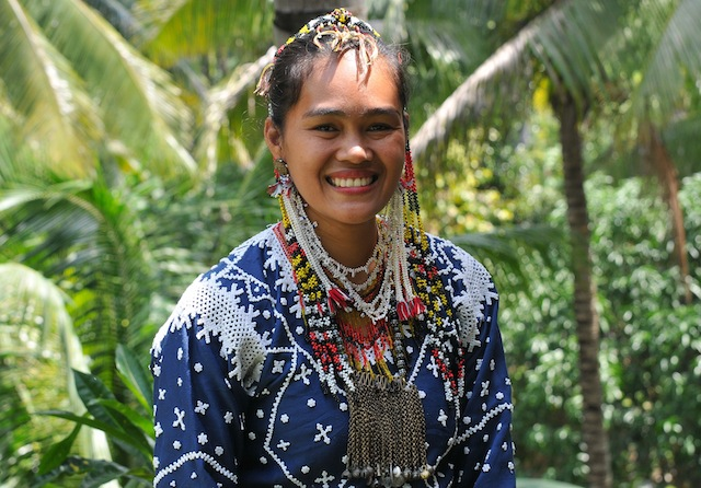 "Maricel Salinda Kasaligan, a Blaan from Malungon, Sarangani, says ""Fadlog Tubad Blaan"" (Don't give up Blaan). Photo by Ronald de Jong"